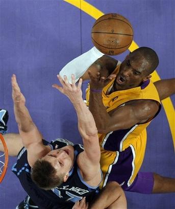 "Чемпионат НБА. Where ""Kobe – MVP !"" happens ... Отчет о поединке ""Лейкерс"" - ""Джаз""."