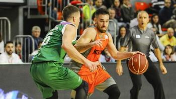Марко Попович (справа) играет за Фуэнлабраду