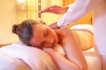 Ручной массаж в ходе СПА-терапии